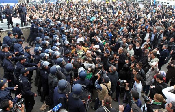 El estado de excepción sigue en vigor y la manifestación del sábado prohibida