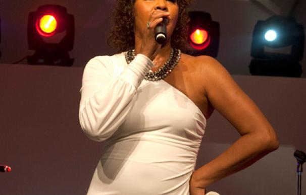 Whitney Houston y Kevin Costner tendrán sustitutos
