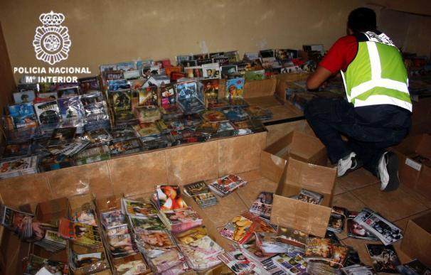 Ocho detenidos y 31.000 DVD y CD piratas incautados en una operación en Madrid