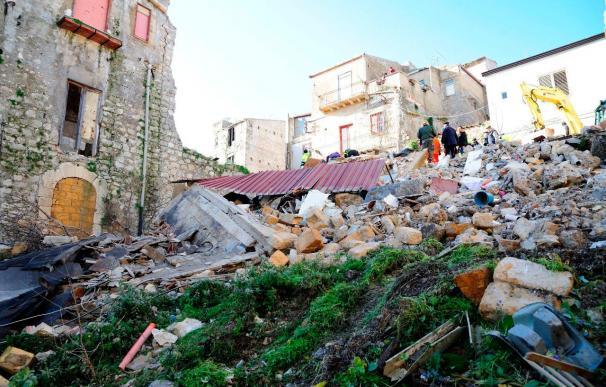 Dos muertos y dos desaparecidas tras el derrumbe de un edificio en Italia