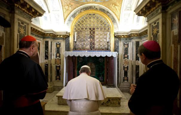 Por primera vez un Papa baja hasta la tumba de San Pedro