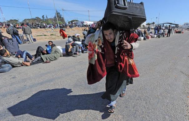 El teléfono móvil, el principal objeto del deseo para los libios