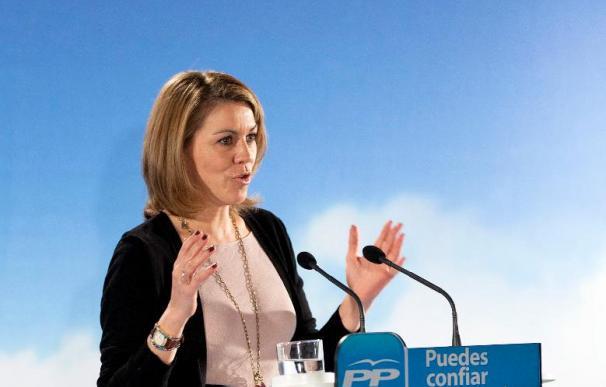 Cospedal dice que se ahorraría mucho petróleo si Zapatero no fuera en Falcon a los mítines