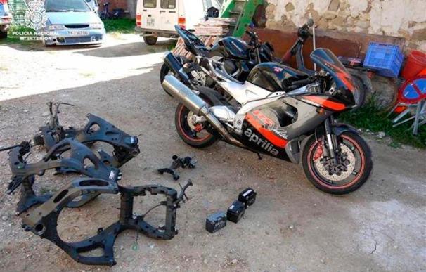 Detenidos cuatro miembros de una familia por robar motos y desguazarlas