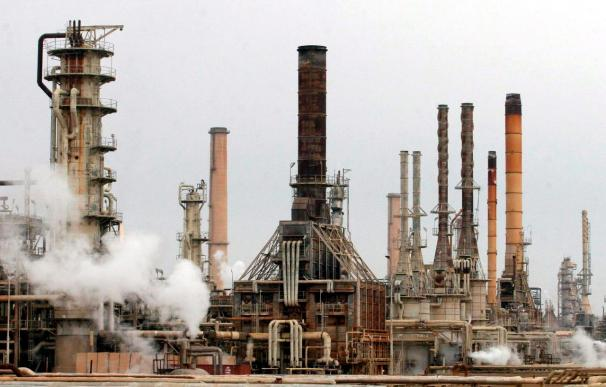El crudo se encarece por la crisis libia a la espera de que OPEP mueva ficha