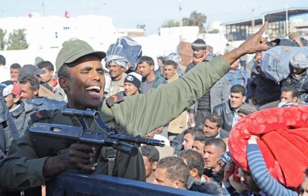 Tres muertos en los enfrentamientos entre policía y manifestantes en Túnez