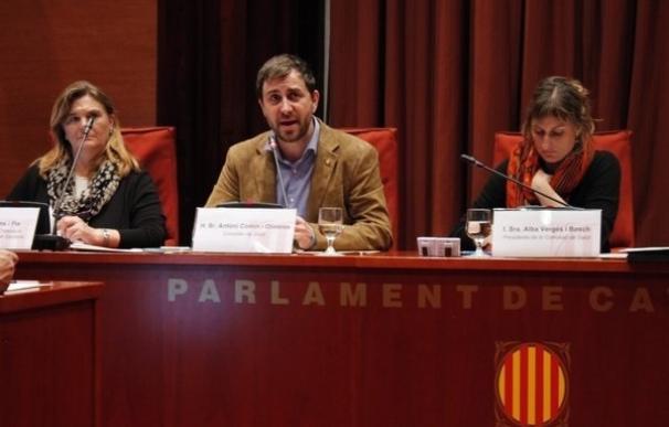 Los grupos parlamentarios avalan el decreto catalán de enfermería