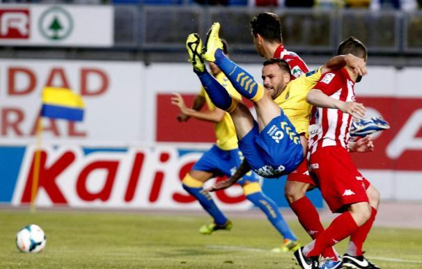 1-0. Las Palmas mejora su imagen y se lleva un gol de renta a Gijón