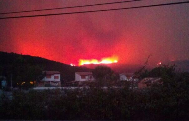 Más de 700 efectivos de la UME trabajan en las tareas de extinción de los incendios de Cortes y Andilla en Valencia