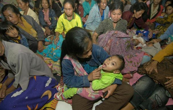 Un muerto y 13 heridos tras la erupción del volcán Merapi en la isla de Java