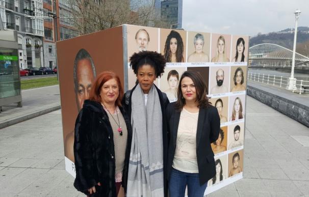 """Bilbao acoge la exposición fotográfica a favor de la diversidad """"Humanae-Work in progress"""", de la artista Angelica Dass"""