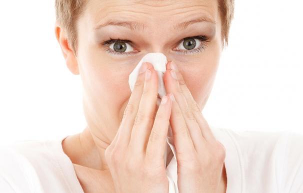 Expertos alertan de que sonarse mal la nariz puede generar sinusitis, neumonía o bronquiolitis