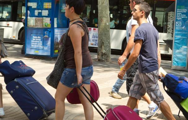 España recibe 10,1 millones de turistas hasta marzo, un 7,2 por ciento más