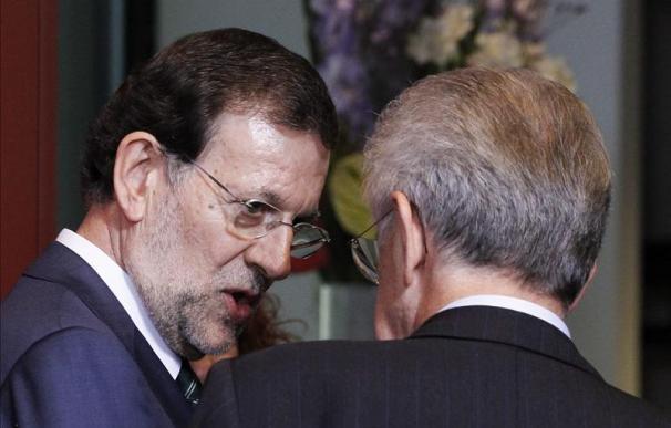 Rajoy se apoya en Monti y Hollande para lograr medidas de apoyo urgentes