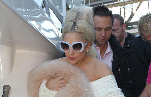 Lady Gaga paga una fortuna por un vestido de Alexander Mcqueen