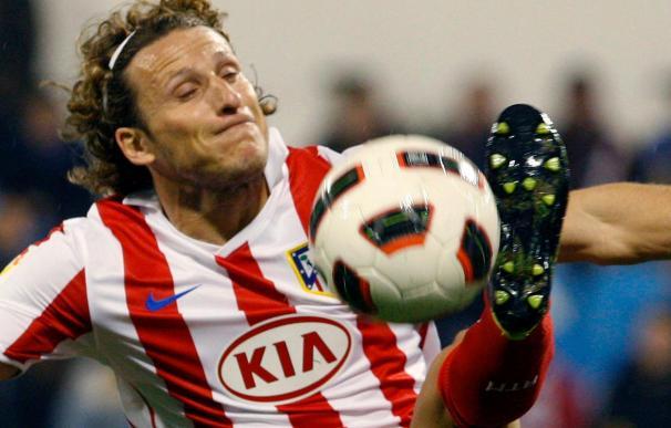 Forlán, duda en el Atlético para recibir al Sevilla por un esguince de tobillo