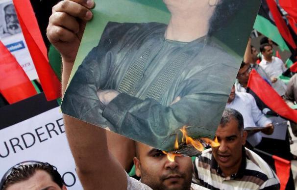 El régimen libio se tambalea tras perder el control de la zona oriental