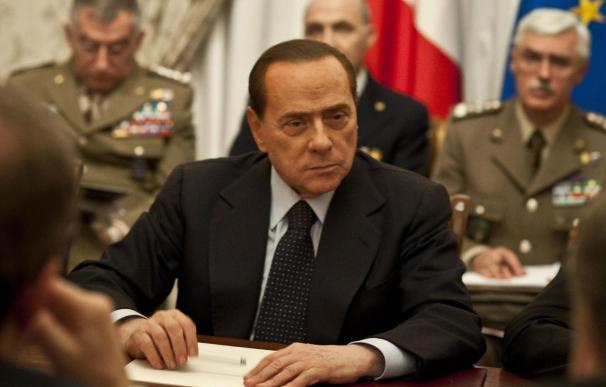 """Berlusconi le pidió a Gadafi la """"suspensión inmediata de la violencia"""""""