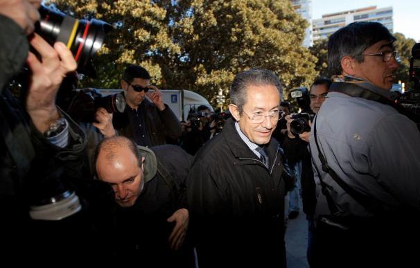 El Tribunal Superior valenciano archiva parcialmente la causa contra el portavoz socialista en Les Corts