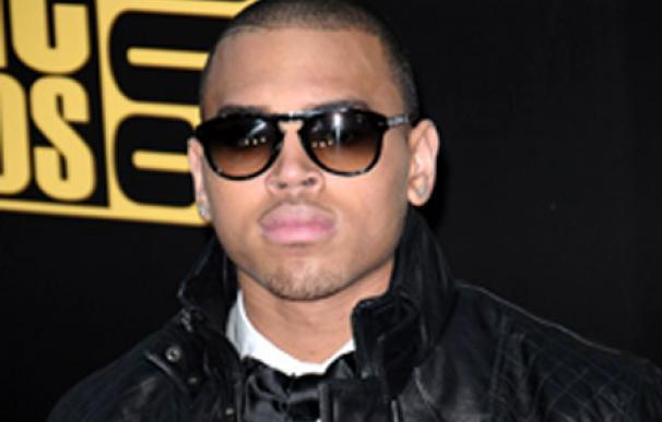 Chris Brown podrá acercarse a Rihanna