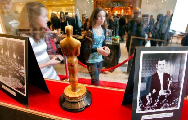 Exhiben en Nueva York los Óscar que se entregarán a mejor actor y actriz