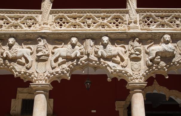 'Versos a Medianoche' regresa este martes a Guadalajara cambiando la plaza del Carmen por el Palacio del Infantado