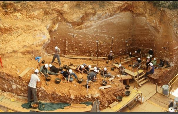 Eudald Carbonell presenta mañana en Atapuerca un libro de recetas inspiradas en la dieta del Paleolítico