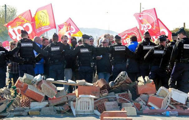 Sarkozy va a actuar contra la escasez de carburante y contra las violencias