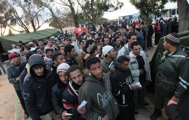 Túnez refuerza el dispositivo médico de urgencia en la frontera con Libia