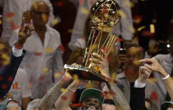 Los Miami Heat ganan el trofeo de la NBA