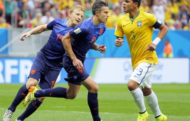 Van Persie marcó de penalti ante Brasil