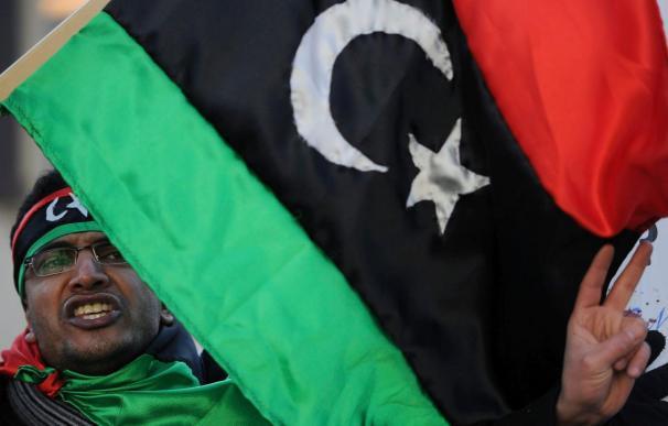 Unos 60 españoles quedan por salir de Libia