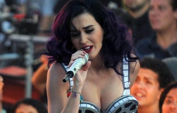 Katy Perry se va de fiesta con Robert Pattinson, Justin Bieber y Selena Gomez