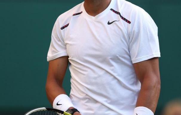 Rafa Nadal se lamenta en Wimbledon