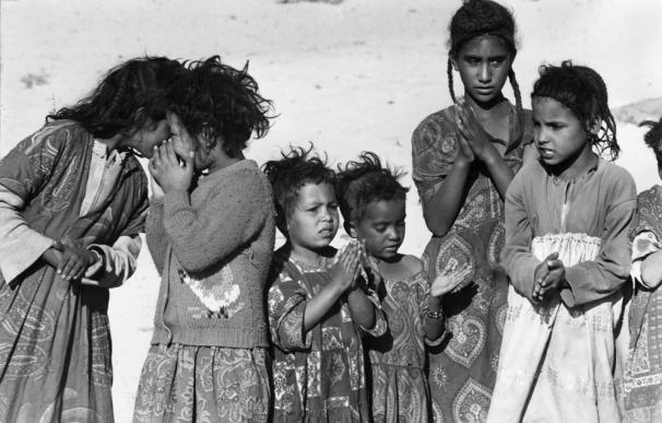 Varios niños son fotografiados en 1976 en el campamento de Hafid Boudjemma, el principal campamento de Algeria.