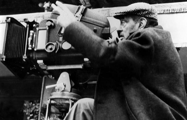 Veintiún artistas aragoneses homenajean a Buñuel en Madrid con una exposición