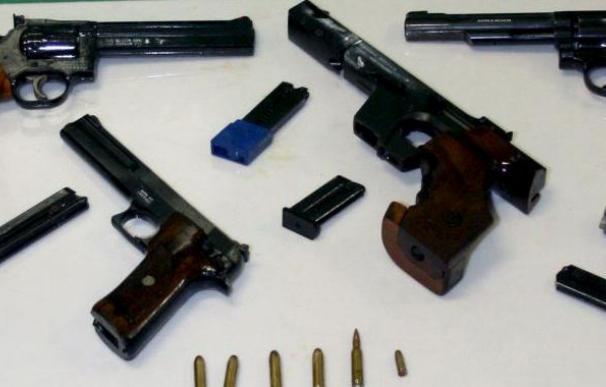 Roban unos 20 fusiles y unas 10 armas cortas en una base militar de Badajoz