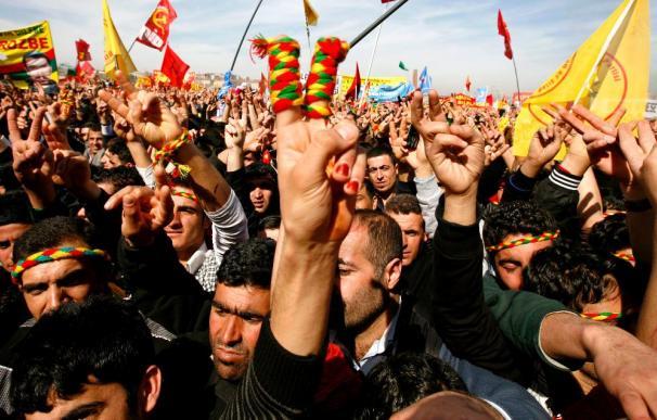 La guerrilla kurda rompe el alto el fuego unilateral en Turquía