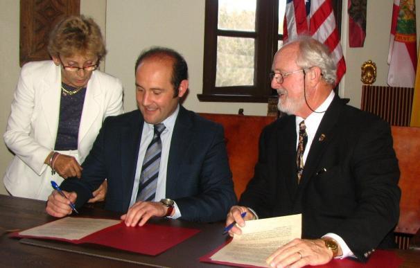 Las ciudades de San Agustín y Cádiz acuerdan reforzar sus relaciones culturales