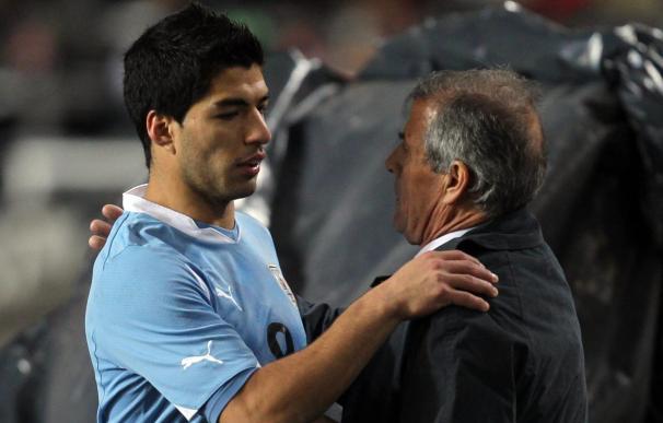 Tabárez elogia a Suárez y afirma que Uruguay hoy no es una potencia futbolística