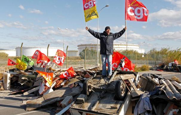 Los camioneros franceses bloquean puntos estratégicos del país