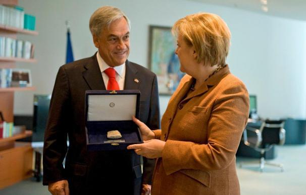 Piñera y Merkel sellan la creación de un centro biotecnológico en Chile
