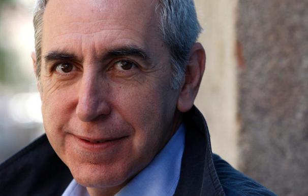 Eliacer Cansino afirma que como profesor, hace años que ve el tema de la inmigración