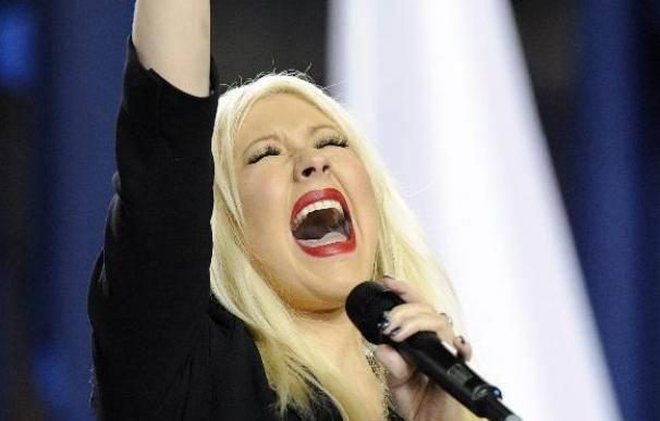 Detienen a Christina Aguilera y a su novio por embriaguez pública