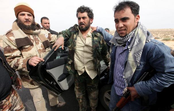 Los rebeldes sobrepasan Ben Yauad por el interior para evitar celadas gadafistas