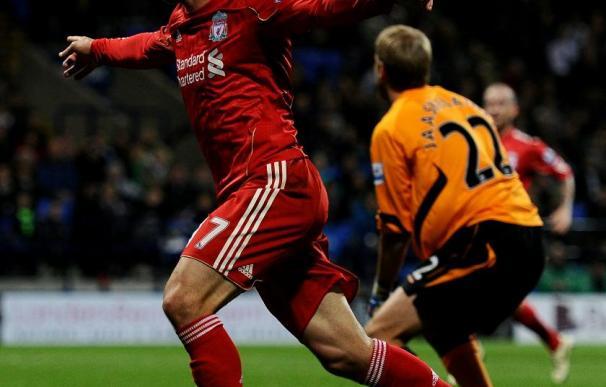 Maxi Rodríguez celebra el gol del Liverpool