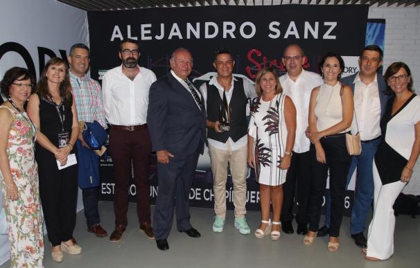 """La presidenta de la Diputación destaca que Alejandro Sanz es """"un icono y un orgullo"""" para la provincia"""