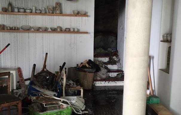 Bomberos intervienen en Vejer en un incendio en un hostal y en el rescate de un parapentista