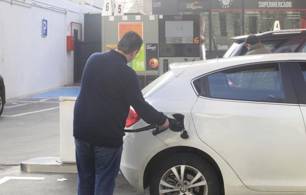 Una estación de servicio de Badajoz ofrece el carburante más barato para la operación salida de agosto en Extremadura