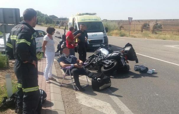 Dos ocupantes de una moto heridos en una colisión con un turismo, en la A-220 en Caspe